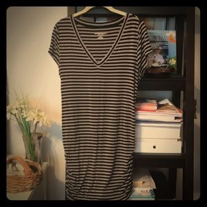 Soft and stretchy maternity tunic